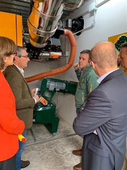 Yunquera inaugura un sistema de calefacción en edificios municipales que usa la biomasa forestal como combustible